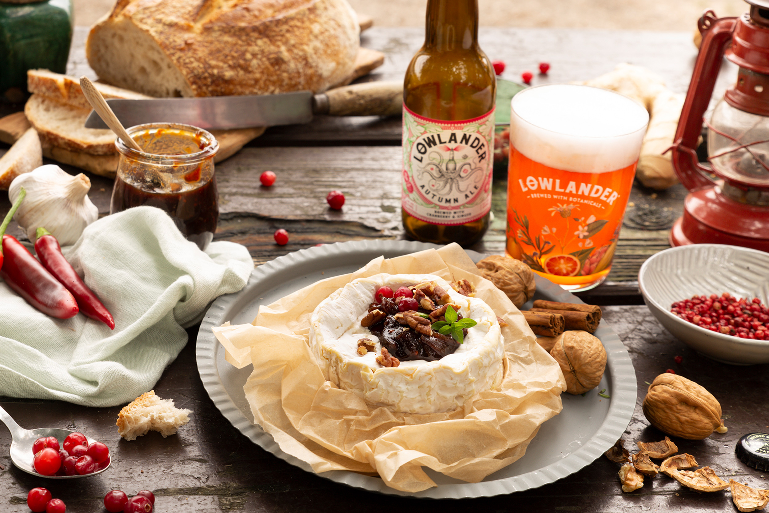 Lowlander Botanical Beers_Recipe_Foodpairing_Autumn Ale_Chutney and Camembert_landscape